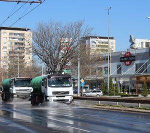 В Пловдив продължава машинното миене на улиците с дезинфектант, вижте графика