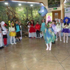 """Децата от детски градини """"Слънце"""" и """"Снежанка"""" откриха с впечатляващ спектакъл фестивала """"Млада синя Земя"""" в Природонаучния музей в Пловдив"""