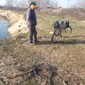 Заловиха на място мъж, горил автомобилни гуми в коритото на Марица