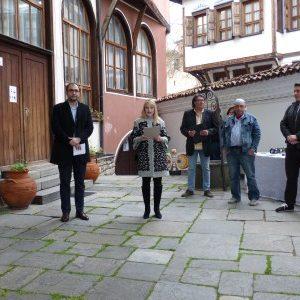 """Заместник-кметът Пламен Панов връчи три парични награди, осигурени с лични средства на откриването на """"Балкански мостове III"""""""