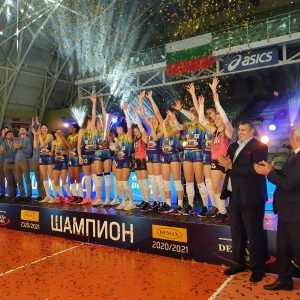 """Здравко Димитров и Любо Ганев връчиха шампионската купа на волейболистките на """"Марица"""""""