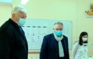 Здравко Димитров насърчи хората с увреждания, които шият маски