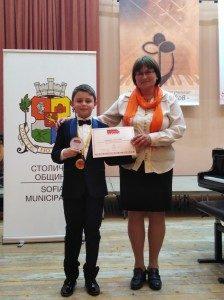 """Златен медал и най-престижната награда """"Гран при Джуниър"""" получи 9- годишният пианист Борис Дюлгеров"""