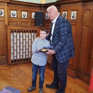 Изключителният пловдивски талант – 9- годишният пианист Борис Дюлгеров гостува в Община Пловдив