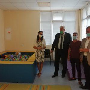 """Кметът Здравко Димитров се срещна с екипа на Комплекса за социални услуги """"Св. Петка"""""""