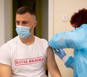 "Мобилният екип ваксинира играчите и служителите на ПФК ""Ботев 1912"""