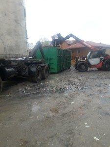 "Над 50 тона боклук изринаха от междублоково пространство в ""Столипиново"""
