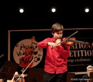 Пловдивският млад виртуоз Виктор Василев се завърна от участие в Международния цигулков конкурс Il Piccolo Violino Magico – Италия
