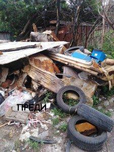 """С 3 самосвала по 3 курса извозиха отпадъците от сметище в """"Южен"""""""