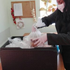Т Маркет дарява топъл обяд на 50 пловдивчани по време на извънредното положение