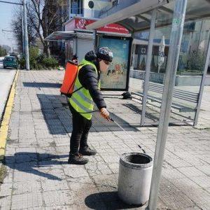 Дезинфекцират 400 автобусни спирки всеки ден