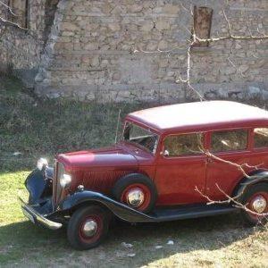 """Качват ретро автомобил """"Рокни Студебейкърът"""" от 1930 на сцената на Летния театър за """"Царицата на чардаша"""" на Русенската опера"""