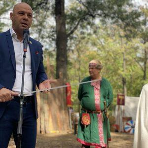 """Рицарски битки, автентични оръжия, древни гозби и занаяти показват в парк """"Лаута"""""""