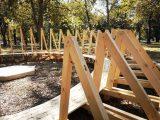 Румънски артист с временна инсталация в парк Рибница