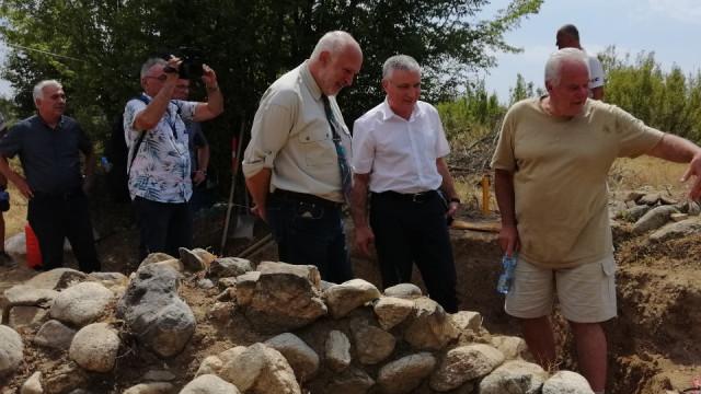 Проф. Минеков: Министерството на културата ще подкрепя прочуването на тракийския град край село Васил Левски